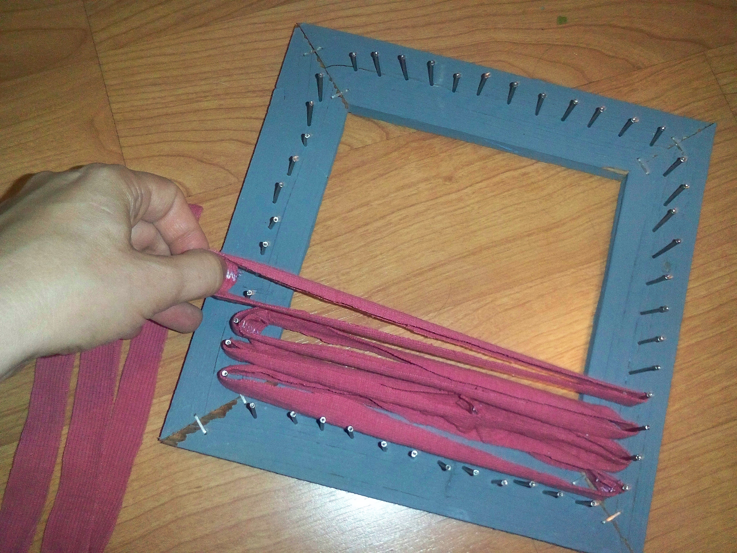 small-potholders-putting-on-vertical-loop